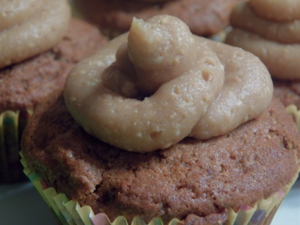 Banana Bread Cupcakes with Honey and Cinnamon Peanut Butter Frosting